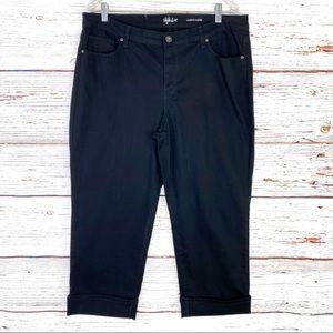 Style & Co curvy cuffed capri in black